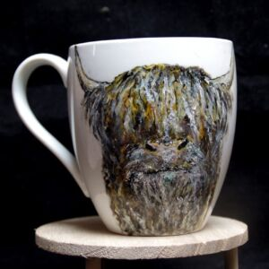 Highland coo mug / Hand painted / Highland cow / Porcelain / Ceramic / Drink ware/ Unique / Kitchen / Home decor / gift / hand made Active