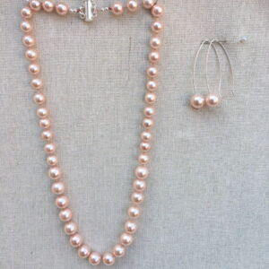 "18"" Pink shell pearl silk hand knotted Necklace"