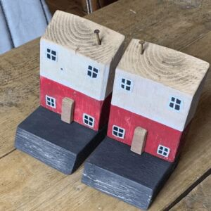 Wooden house bookends - red and black