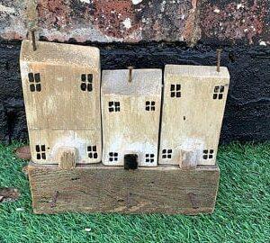Reclaimed wood house key holder - whitewash