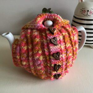 Tea cosy Aran cardi style