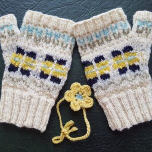 Natural dyed fingerless mitts in Shropshire yarn which has been hand dyed with plant extracts.
